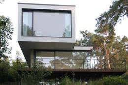 Projekty, nowoczesne Domy zaprojektowane przez THOMAS BEYER ARCHITEKTEN