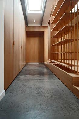 FLAT C/ ARCHITECTURE – Loft Conversion in Nisantasi: modern tarz Evler