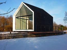 Recreatie woning: moderne Huizen door 2by4-architects