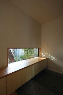 若林M邸: 遠藤誠建築設計事務所(MAKOTO ENDO ARCHITECTS)が手掛けた廊下 & 玄関です。