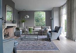 Soggiorno in stile in stile Rustico di PJ van Aalst exclusieve tapijten BV