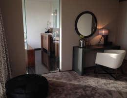 slapen en badderen in stijl: moderne Badkamer door choc studio interieur