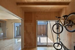 TOHKOU HOUSE: 松岡健治一級建築士事務所が手掛けたガレージです。
