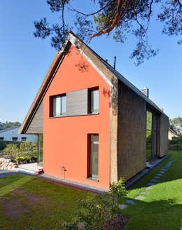 Casas de estilo moderno por Möhring Architekten