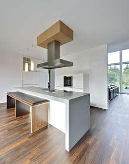 moderne Keuken door Möhring Architekten