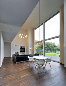 moderne Woonkamer door Möhring Architekten