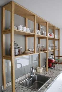 Cocina AVA // madera natural // termoformado: Hogar de estilo  por Muebles muc.