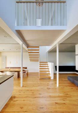 Corridor & hallway by Möhring Architekten