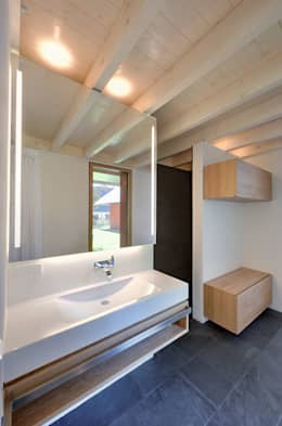 moderne Badkamer door Möhring Architekten