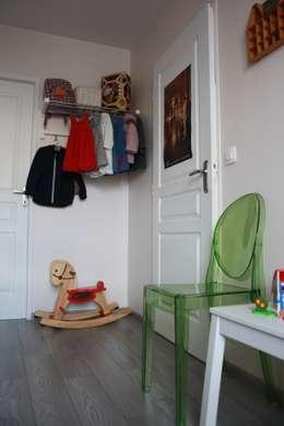 Une chambre pour Charles et Lucie: Chambre d'enfant de style de style Classique par Geraldine Carbillet ARCHITECTURE INTERIEURE