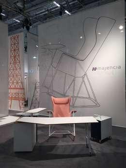 GRAND ANGLE: Bureau de style de style Moderne par Majencia