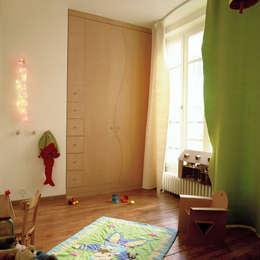 LOFT R - Aménagement d'un plateau à PARIS XI: Chambre d'enfant de style de style Moderne par Agence d'architecture Odile Veillon / ARCHI-V.O