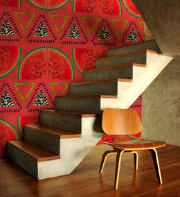 Papier peint Pastrique - Collection TUTTI FRUTTI: Murs & Sols de style de style Tropical par MUES design