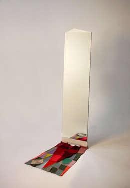 양탄자 그림자. 거울: ATELIER JUNNNE의  드레싱 룸