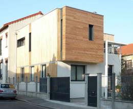 MAISON DE VILLE - Surélévation et extension en bois - près de PARIS: Maisons de style de style Moderne par Agence d'architecture Odile Veillon / ARCHI-V.O