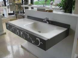 Baños de estilo  por MUNGAN INTERIOR DESIGN
