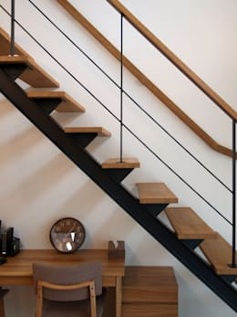 階段: ai建築アトリエが手掛けた廊下 & 玄関です。