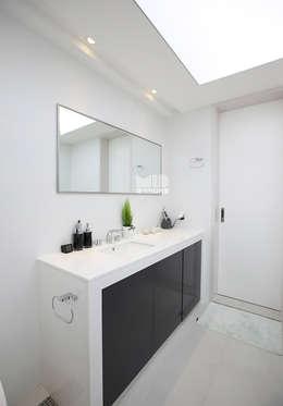 경기도 과천시 원문동 삼성래미안 슈르아파트 50평형: MID 먹줄의  화장실