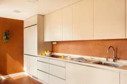 Cocinas de estilo moderno por ESTER SANCHEZ LASTRA