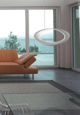 Highlight Aydınlatma – ARTEMIDE: modern tarz Oturma Odası