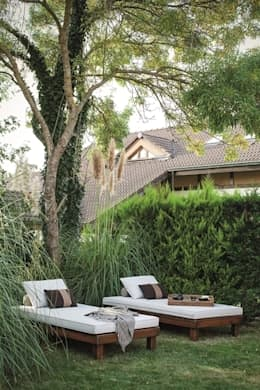 AK Design Studio – RIVA WINTER HOUSE: tropikal tarz tarz Bahçe