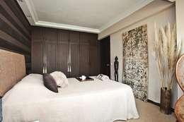 AK Design Studio – Bedroom - African: tropikal tarz tarz Yatak Odası