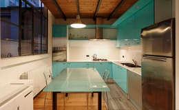 Loft a Milano; zona Ripa Ticinese: Cucina in stile in stile Moderno di Studio Arch. Matteo Calvi
