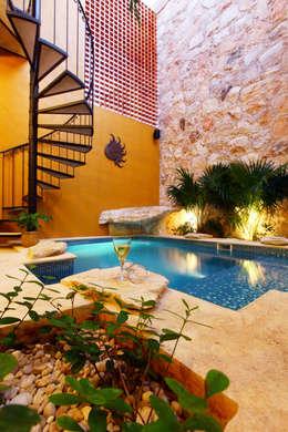 colonial Pool by Arturo Campos Arquitectos