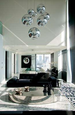 Duplex Cidade Jardim - São Paulo: Salas de estar clássicas por Brunete Fraccaroli Arquitetura e Interiores