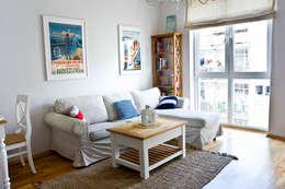 Mieszkanie letnie.: styl , w kategorii Salon zaprojektowany przez Miśkiewicz Design