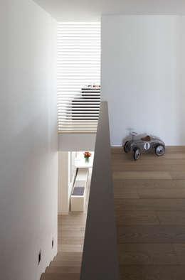 Projekty,  Korytarz, przedpokój zaprojektowane przez Fachwerk4 | Architekten BDA