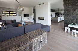 Salas de estilo moderno por 3d Visie architecten