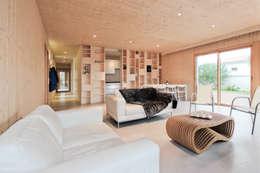 séjour logement 1: Salon de style de style Moderne par TICA