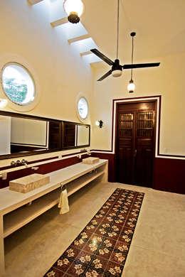 Baño : Baños de estilo  por Arturo Campos Arquitectos