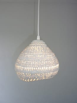 Phare lamp: eclectische Woonkamer door Ontwerpstudio Inge Simonis