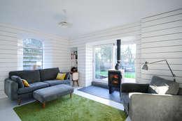 Brown + Brown Architects: modern tarz Oturma Odası