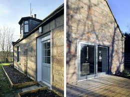 บ้านและที่อยู่อาศัย by Brown + Brown Architects