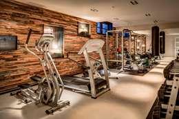 Woonvilla Blaricum: moderne Fitnessruimte door Kabaz