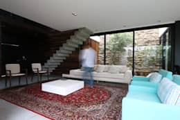 Livings de estilo minimalista por ZAAV Arquitetura