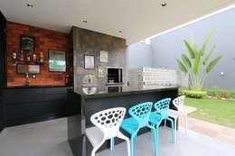 Terrazas de estilo  por ZAAV Arquitetura