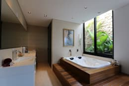 minimalistic Bathroom by ZAAV Arquitetura