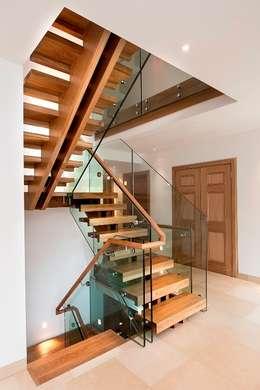 سلالم وأروقة  تنفيذ Smet UK - Staircases