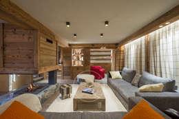 Visite privée d'un chalet alpin: Salon de style de stile Rural par Sandrine RIVIERE Photographie
