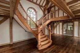 Pasillos, vestíbulos y escaleras  de estilo  por Smet UK - Staircases