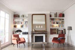 Salon + bibliothèque sur mesure: Salon de style de style Scandinave par Yeme + Saunier