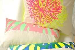 Mallow Blossom: Maison de style  par Good Morning Design