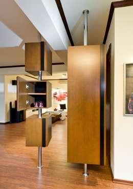 Şölen Üstüner İç mimarlık – Sezinler ev: modern tarz Koridor, Hol & Merdivenler