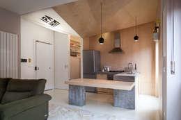 IPAHIM: Cucina in stile in stile Moderno di BLA! UFFICIO DI ARCHITETTURA