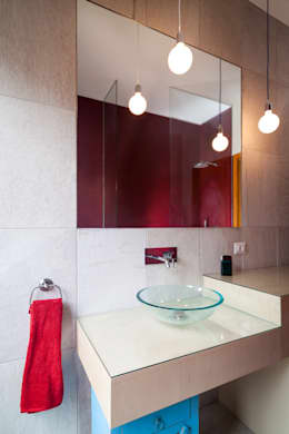 IPAHIM: Bagno in stile in stile Moderno di BLA! UFFICIO DI ARCHITETTURA