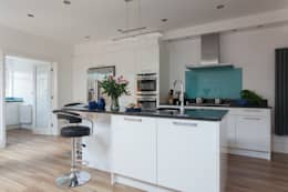 Extension to an Edwardian house in Bristol: modern Kitchen by DHV Architects